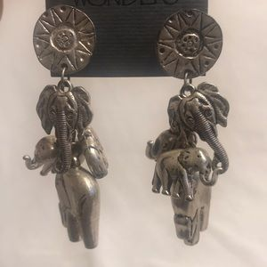🔆 Figural elephants dangling earrings